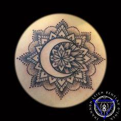 mandala with crescent moon - This is so pretty Neue Tattoos, Body Art Tattoos, Cool Tattoos, Tatoos, Dotwork Tattoo Mandala, Tattoo Mond, Moon Tattoo Designs, Future Tattoos, Piercing Tattoo