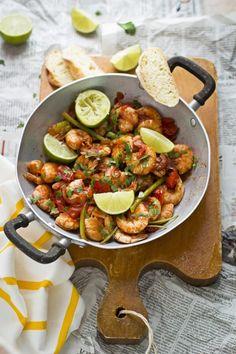Gamberoni speziati in padella, un secondo, o piatto unico, ricco di gusto che si prepara in pochi minuti.