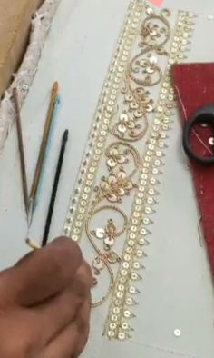 Cushion Embroidery, Wedding Embroidery, Hand Embroidery Flowers, Embroidery On Clothes, Hand Work Embroidery, Zardosi Embroidery, Tambour Embroidery, Couture Embroidery, Embroidery Fashion