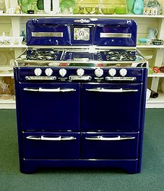 I will be needing a version of this vintage gas stove in my dream retro kitchen - All For House İdeas Kitchen Stove, New Kitchen, Vintage Kitchen, 1950s Kitchen, Kitchen Items, Home Decor Kitchen, Kitchen Design, Kitchen Furniture, Modern Furniture