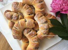 Kynuté ořechové rohlíčky Sweet Desserts, Sweet Recipes, Ciabatta, Croissants, Bagel, Doughnut, Baked Goods, French Toast, Deserts