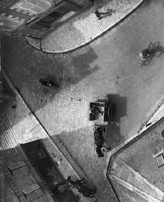 Carrefour, Blois, 1930 by André Kertész Monochrome Photography, Vintage Photography, Film Photography, Black And White Photography, Amazing Photography, Street Photography, Famous Photography, Andre Kertesz, Budapest