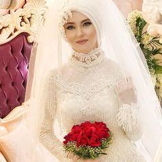 Setri Nur Pınar Modelimiz. Baş Tasarımı ve Porselen Makyaj:Suna Yurtalan #sunayurtalan #setrinur#tesettürgelinlik#tesettür