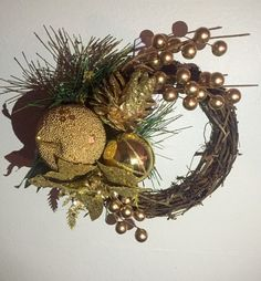 Gold christmas wreath by DiddysCraftShop on Etsy