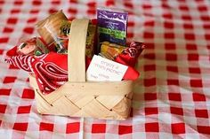 Small picnic basket party favor