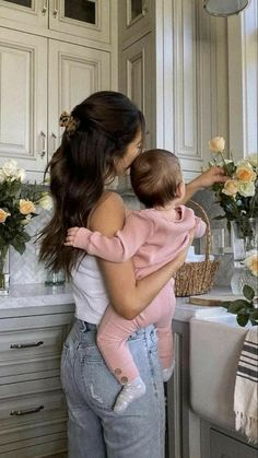 Cute Little Baby, Cute Baby Girl, Mom And Baby, Little Babies, Cute Babies, Cute Family, Baby Family, Family Goals, Foto Baby