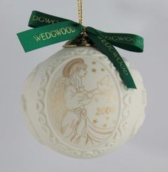 WEDGWOOD-Bisque-amp-Gold-034-2000-034-Angel-Holding-Dove-Christmas-Ball-Ornament-NIB