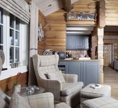 Tømmerhytte i Ringsakerfjellet 2010 Modern Rustic Homes, Rustic Home Design, Interior Trim, Interior Design, Log Home Kitchens, Store Bateau, Log Cabin Living, Log Home Interiors, Small House Plans