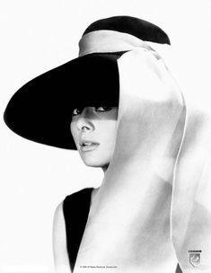 Black and white photo of Audrey Hepburn in a black dress and large floppy black hat with a white sash tied to the hat streaming down over her shoulders. Audrey Hepburn B Wall Art from Great Big Canvas. Audrey Hepburn Outfit, Audrey Hepburn Hut, Aubrey Hepburn, Audrey Hepburn Breakfast At Tiffanys, Retro Mode, Mode Vintage, Vintage Hats, Hollywood Glamour, Old Hollywood