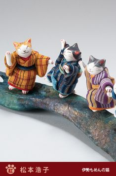 these guys are great ! Japanese Cat, Japanese Toys, Maneki Neko, Japan Art, Oriental, Cat Toys, I Love Cats, Cat Lady, Cats And Kittens