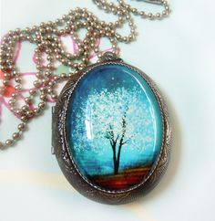 Zafiro viento--Wearable Art SilverLocket Necklace---Gift.Christmas día de las madres regalo