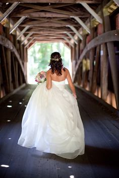 obsession with covered bridge meets wedding... too perfect.