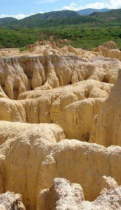 Hundición de Yay, o el lugar donde la tierra se volteó; www.youtube.com/watch?v=41GNJd5Cl5w Estado Lara. Venezuela