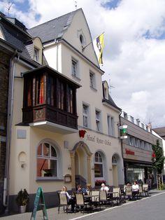 """Das Hotel Restaurant """"Roter Ochse"""" Rhens liegt im malerischen Weltkulturerbe Oberes Mittelrheintal, am Romantischen Rhein mit seinen zahlreichen Burgen und Schlössern. Das Hotel, Restaurant, Mansions, House Styles, Home Decor, Beer Garden, Castles, Culture, Mansion Houses"""