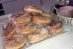 Een bakje Marokkaanse thee en een hele berg donuts en smullen maar! Gezellig met mams en vriendin. Recept voor deze luchtige donuts is van Koezina Sisi.