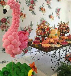 Que lindo para o tema Tropical by ! Escultura Flamingo by ! Flamingo Decor, Flamingo Party, Flamingo Birthday, Pink Birthday, Hawaiian Birthday, Ballon Decorations, Aloha Party, Moana Party, Festa Party