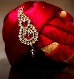 kalangi for indian groom Wedding Dresses Men Indian, Groom Wedding Dress, Indian Wedding Wear, Punjabi Wedding, Wedding Couples, Sherwani Groom, Wedding Sherwani, Groom Accessories, Wedding Accessories