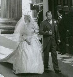 July Lady Diana Spencer marries Prince Charles at St.Lady Diana smiling graciously while walking down the aisle with her dear father, Earl Spencer on her wedding day. Diana Wedding Dress, Princess Diana Wedding, Princess Kate, Princess Of Wales, Charles And Diana Wedding, Prince Charles And Diana, Spencer Family, Lady Diana Spencer, Royal Brides