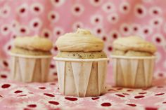 Earl Grey Mini Cupcakes with Brown Butter Toffee Buttercream Frosting via design. bake. run.