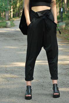 Elegante Haremshose in Schwarz mit lässigem Schnitt/ elegant harem pants in black made by Gizda via DaWanda.com
