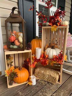Halloween Lawn Decorations, Harvest Decorations, Thanksgiving Table, Thanksgiving Decorations, Fall Fest, Pumpkin Wreath, Flower Centerpieces, Fall Flowers, Porch Ideas