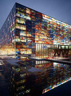 Instituut voor Beeld en Geluid, Hilversum, Noord-Holland.