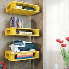 http://bit.ly/1pE1vNI | Love palets!! Os queridinho do momento também podem se transformar em uma prateleira! Olha que linda essa ai cheia de livros!! Vale investir nas cores vibrantes para destaca-las! #decor #design #home #luxo #palets #reciclando #core