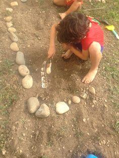 Dia depois da festa: escavação no jardim