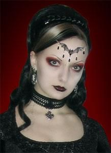 Gothic Hairstyles - Page 3 Halloween Make Up, Halloween Face Makeup, Halloween Ideas, Vidal Sassoon Hair Color, Gothic Hairstyles, Halloween Hairstyles, Goth Hair, Black Queen, Gothic Girls