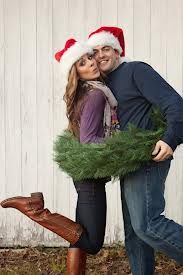 Great shot for a Christmas time engagement!
