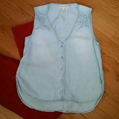 Cloth and Stone Top sz Small 100% Tensel. Light weight button down. Cloth and Stone  Tops Blouses