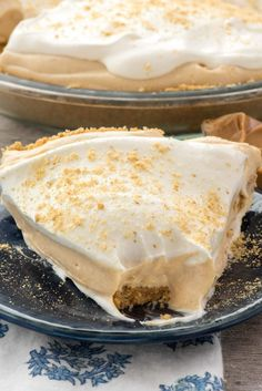 Peanut Butter Pie is an easy no bake pie recipe for peanut butter lovers! It is loaded with peanut butter and a no bake graham cracker crust! Peanut Butter Pie Recipe No Bake, Peanut Butter Cream Pie, Peanut Butter Desserts, Easy Pie Recipes, Dessert Recipes, Pudding Pies, Instant Pudding, Crust Recipe, Just Desserts