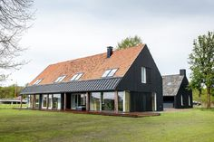 Foreco Dalfsen (Project) - Schuurhuis Eelderwolde - PhotoID #392991 Dutch House, My House, Modern Cottage, Modern Farmhouse, Style At Home, Triangle House, Wooden Barn, Barns Sheds, Pole Barn Homes