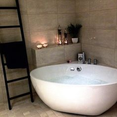 Dream bathtub & towel rack