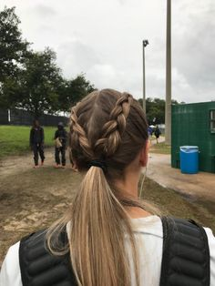 Best Picture For Volleyball Hairstyles messy For Your Taste You are looking for something, and it is Athletic Hairstyles, Sporty Hairstyles, Hairstyles For School, Pretty Hairstyles, Braided Hairstyles, Softball Hairstyles, Softball Hair Braids, Track Hairstyles, Game Day Hair
