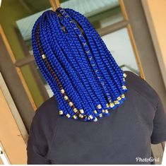The ULTIMATE GUIDE for SUMMER Hairstyles for black girls can be wore in spring, fall and winter. Braids, Fauxlocs, wigs and short hair cuts are perfect for that time. Short Box Braids Hairstyles, Braided Hairstyles For Black Women Cornrows, Bob Braids, Dope Hairstyles, Summer Hairstyles, Weave Hairstyles, Natural Hairstyles, Blue Box Braids, Colored Braids