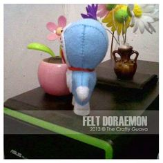 Gantungan kunci flanel Doraemon Wisuda