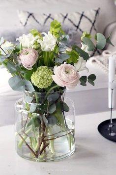 40 ideas flowers bouquet floral arrangements ranunculus for 2019 Fresh Flowers, Spring Flowers, Beautiful Flowers, Seasonal Flowers, Simply Beautiful, Flowers Garden, Planting Flowers, Wedding Bouquets, Wedding Flowers