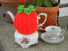 Teapot Cozy by Yarniwa by yarniwa on Etsy, $26.00