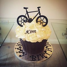 Giant birthday cupcake I made for a lovely lady that loves her fitness 🚴👟 #lydiaclarescakes #cakedecorating #giantcupcake #baking #homemade #handmade #bicycle #cycling #trainers #running #bicyclecaketopper #icing #buttercream #birthday #birthdaycakes #happybirthday