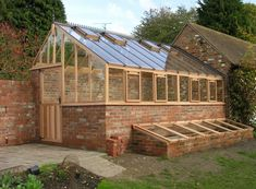 Greenhouse itself build step by step: the best tips - Garten - Tipos de Jardim Cheap Greenhouse, Greenhouse Interiors, Backyard Greenhouse, Greenhouse Plans, Backyard Sheds, Pallet Greenhouse, Homemade Greenhouse, Portable Greenhouse, Greenhouse Growing