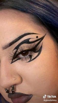 Goth Eye Makeup, Punk Makeup, Dope Makeup, Smoky Eye Makeup, Eye Makeup Art, No Eyeliner Makeup, Crazy Makeup, Pretty Makeup, Unique Makeup
