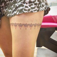 Super renda mega delicada na coxa  #Tattoo #tattoodelicada #tattoofeminina #tattooparamulheres #tattootraco #tattootracofino #tattoorenda #tattoobrasil #tattooblackline #tatuagem #tatuagemdelicada #tatuagemfeminina #tatuagemtracofino #tatuagemrenda #tatuagemtraçofino #maximusarttattoo #maximustattoo