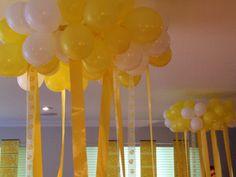 Chandelier de globos y cintas