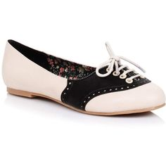 White & Black Retro Halle Oxford Saddle Shoes (4.065 RUB) ❤ liked on Polyvore featuring shoes, oxfords, flats, zapatos, white, black white shoes, black white oxford, laced up flats, white shoes and white flats