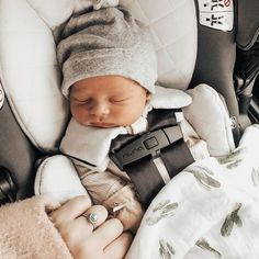 I love everything about this, the photo to what the babies wearing, so cute - BABY CLOTHING Future Mom, Foto Baby, Cute Baby Pictures, Western Baby Pictures, Baby Hospital Pictures, Baby Kind, Baby Baby, Baby Birth, Baby Boy Newborn