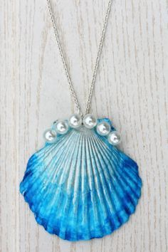 The Mermaid's Candy: DIY: DIP DYE MUSCHEL-KETTE shell necklace pearls Do it yourself – online shopping for ladies jewellery, jewellery to buy online, jewelry. Mermaid Jewelry, Seashell Jewelry, Seashell Art, Seashell Crafts, Mermaid Necklace, Seashell Necklace, Crafts With Seashells, Jewelry Crafts, Handmade Jewelry