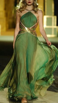 "-Roberto Cavalli Dress ""…He Made you garments.giyi… Roberto Cavalli Dress ""…He Made you garments.giyimlikler de Var etti…"" Nahl Suresi, 81 See it Beautiful Gowns, Beautiful Outfits, Gorgeous Dress, Beautiful Life, Cavalli Dress, Green Gown, Green And Gold Dress, Sexy Green Dress, Fantasy Dress"