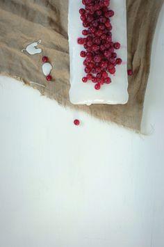 Earl Grey tea and red currant loaf cake / Agnieszka Krach