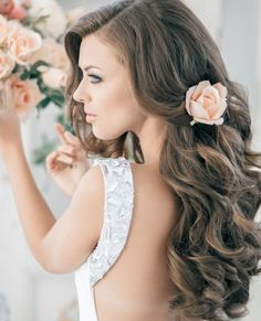 If you're leaving your hair down for your wedding, try curling it into big, soft curls. #weddinghairstyles #hair